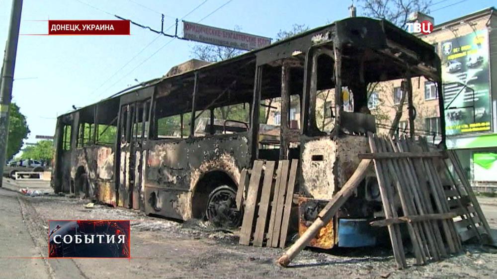 Баррикада из троллейбуса в Донецке