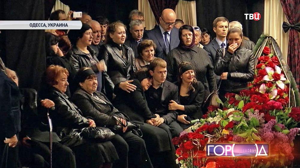 Похороны погибших при штурме здания областного совета профсоюзов в Одессе