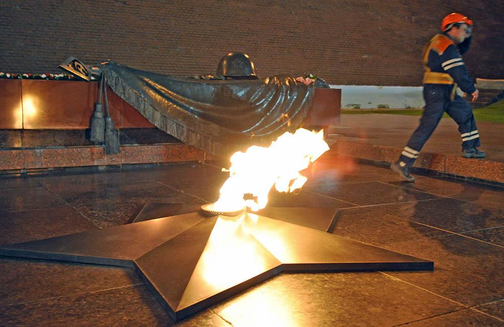 Работы по замене запальной горелки Вечного огня