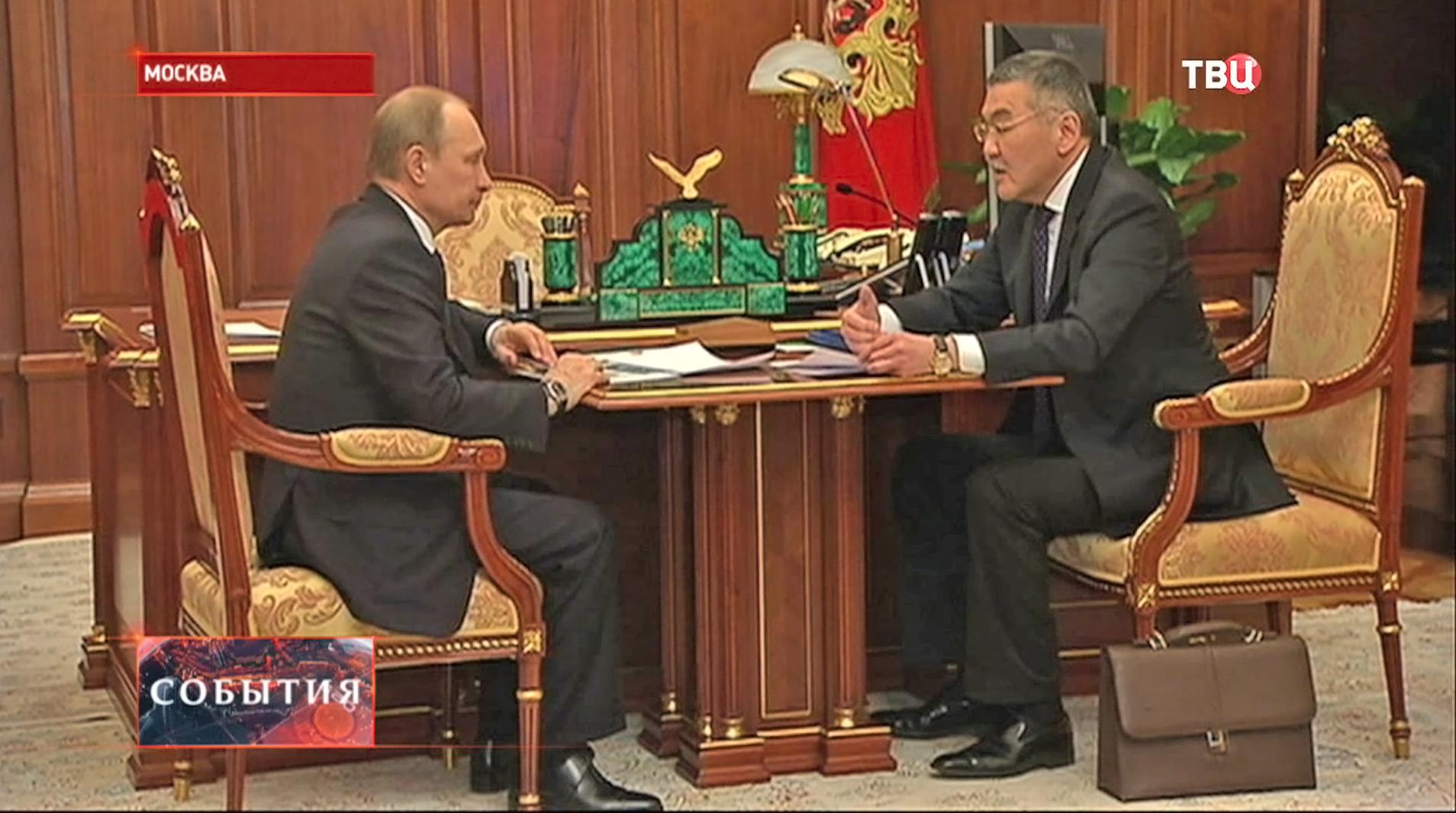 Владимир Путин и глава республики Калмыкия Алексей Орлов