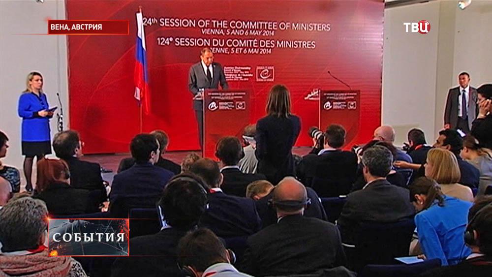 Глава МИД РФ Сергей Лавров на пресс-конференции в Вене