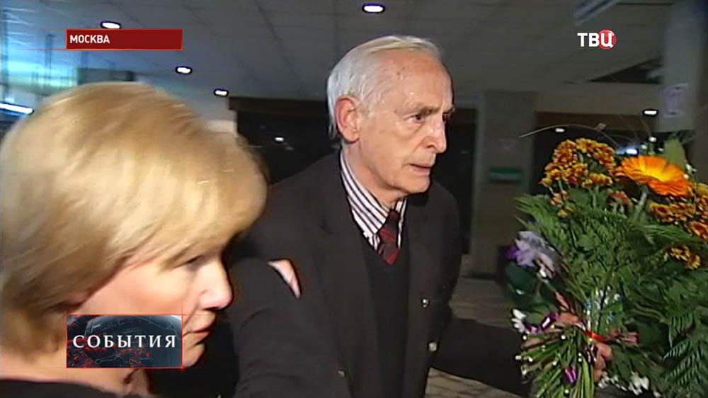 Артист Василий Лановой
