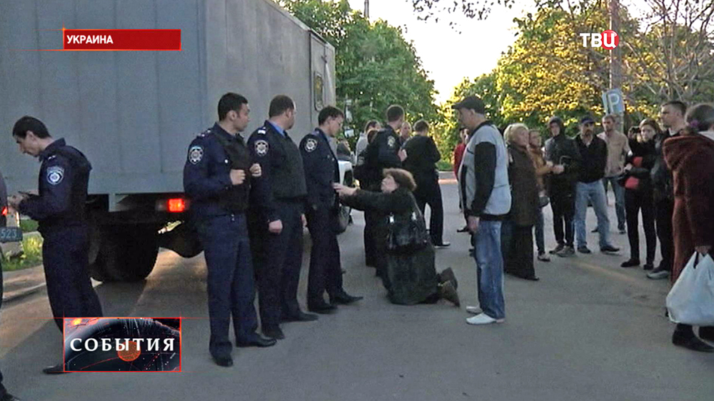Женщина прости украинских милиционеров отпустить сына