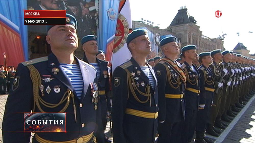 Полковник Андрей Суховецкий и десантники Ивановского полка участвуют в параде 9 мая