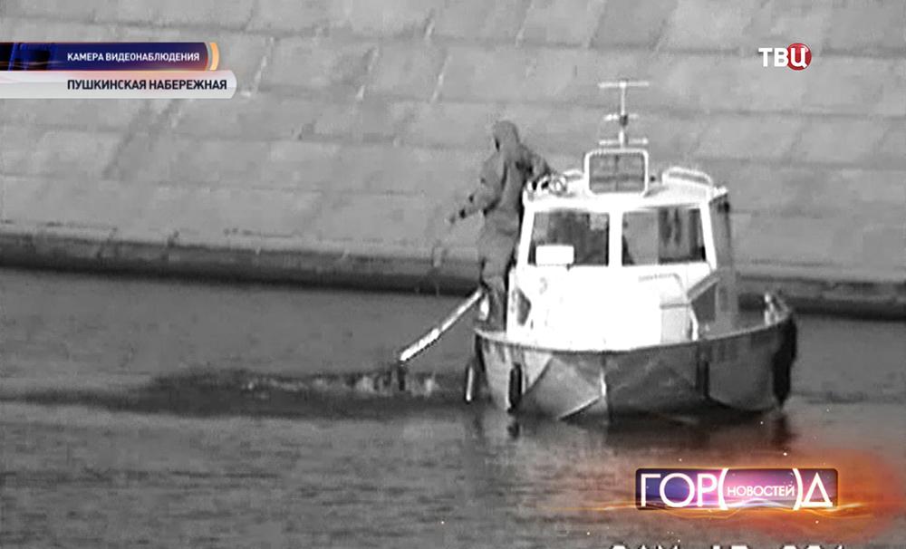 Спасатели МЧС вытащили из Москвы-реки оленя