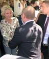 Владимир Путин и туристка на Арбате