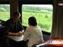 Пассажиры в вагоне-ресторане