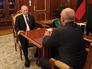 Владимир Путин во время встречи с губернатором Омской области Виктором Назаровым