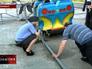 Полицейские обследуют кабинку аттракциона в Екатеринбурге