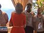 Королева Бельгии поздравляет футбольную команду с победой