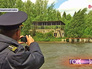 Инспектор Госадмтехнадзора осматривает берег водоёма