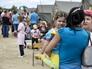 Жители Донбасса в палаточном лагере для беженцев около пограничного пропускного пункта