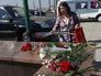 """Цветы, принесенные жителями города к станции метро """"Парк Победы"""""""