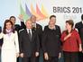 Кристина Фернандес де Киршнер, Владимир Путин, Нарендра Моди, Дилма Роуссефф и Си Цзиньпин во время торжественной церемонии фотографирования лидеров БРИКС