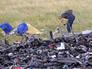 """Эксперты на месте падения пассажирского самолета """"Малайзийских авиалиний"""" Boeing 777"""
