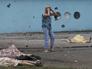 Житель Луганска у тел погибших