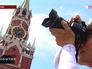 Туристы у Спасской башни Кремля