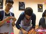 Иностранные студенты готовят еду