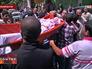 Несут погибшего в военном конфликте на Ближнем Востоке