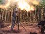 Украинский солдат укрывается после стрельбы миномета
