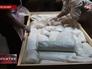 Работники музея упаковывают экспонаты