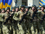 Солдаты украинской армии маршируют на параде
