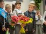 Ученики на торжественной линейке, посвященной Дню знаний