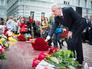 Сергей Собянин возлагает цветы к памятнику жертвам трагедии в Беслане