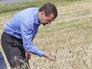 Дмитрий Медведев во время посещения фермерского хозяйства