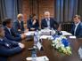 Сергей Собянин во время посещения Общественного штаба по наблюдению за выборами депутатов Мосгордумы