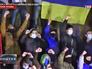 Украинские радикалы на месте снесенного памятника Ленину в Харькове