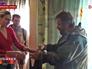 Народные ополченцы разносят гуманитарную помощь жителям Луганской области