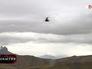 Вертолёт летит в горах