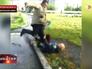 Мужчина избивает подростка