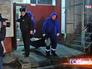 Врачи выносят тело погибшего актёра Алексея Девотченко