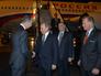 Президент России Владимир Путин и посол РФ в Австралии Владимир Морозов во время церемонии встречи в аэропорту Брисбена