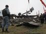 Сотрудники МЧС Донецкой народной республики грузят обломки малайзийского самолета Boeing
