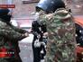 Бывшую главу управления внутренней политики горсовета Запорожья Ирину Комиссар обливают маслом