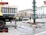 Установка новогодней ели на площади Луганска