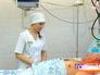 Медсестра осматривает пациента