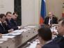 Президент России Владимир Путин  во время совещания с членами правительства РФ