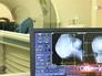 Пациенту делают томографию