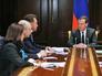 Председатель правительства РФ Дмитрий Медведев проводит совещание