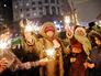 Москвичи и гости столицы встречают Новый год в центре Москвы