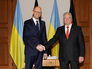 Премьер-министр Украины Арсений Яценюк и президент Германии Йоахим Гаук