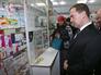 Дмитрий Медведев посещает аптеку