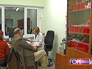 Пациенты на приеме у врача в поликлинике