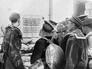 Моряки рассматривают объявление немецких властей, запрещающее населению ходить по Новороссийску