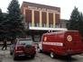 Автомобиль аварийно-спасательной службы около шахты имени А.Ф. Засядько в Донецке