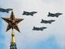 Самолеты Су-25 над Красной площадью